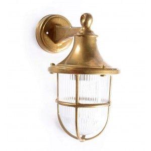מנורה צמודת קיר לידה