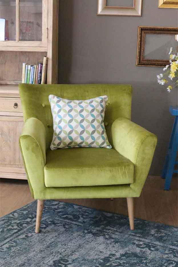 כורסה קטנה ושיקית בצבע נועז, תשדרג לכם את מראה הסלון